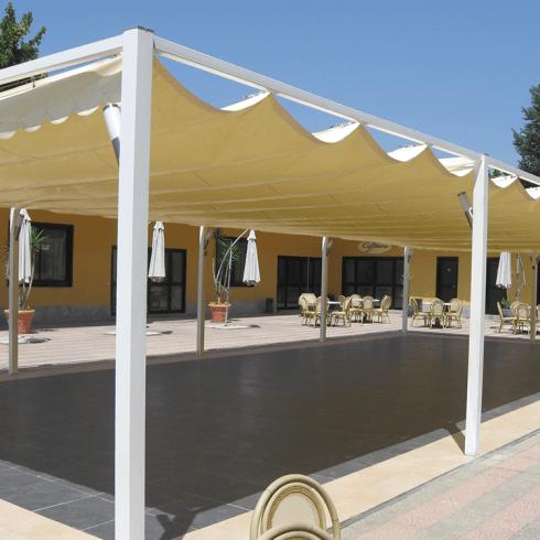 Veranda con tenda e struttura in ferro