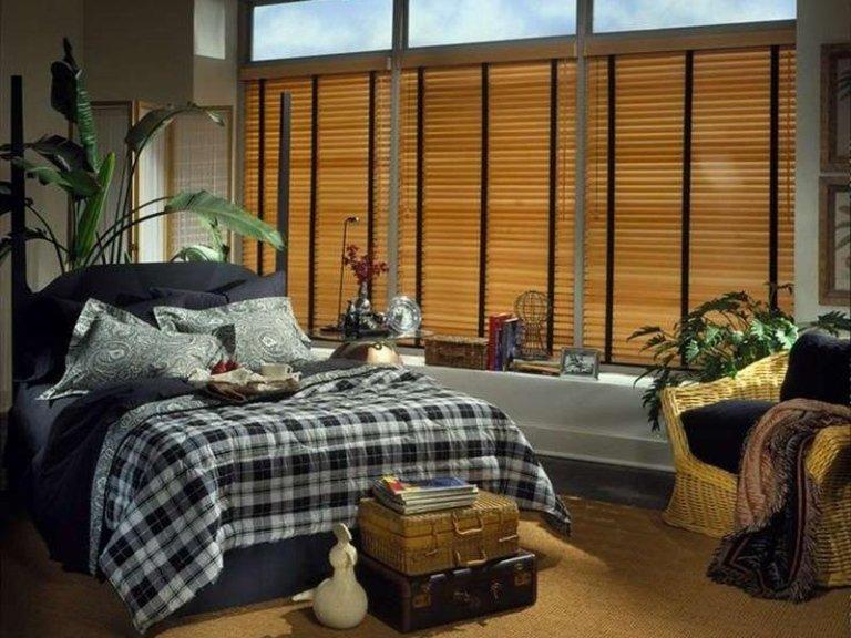 veneziane in legno in camera da letto
