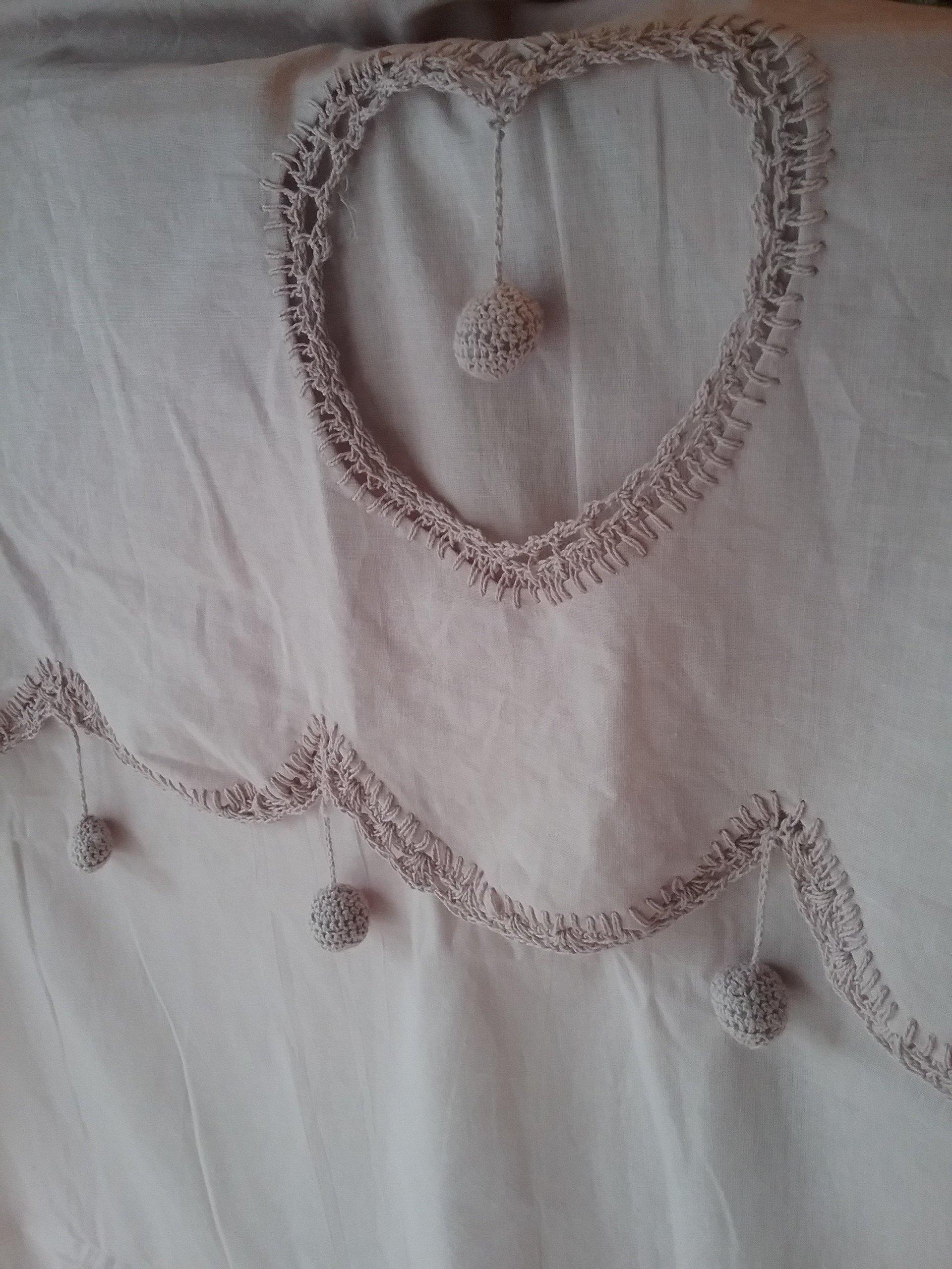 Tenda rosa con decorazione a forma di cuore
