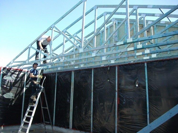 Montaggio struttura tetto