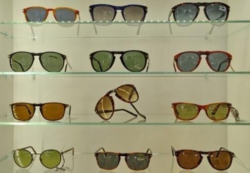 Occhiali da sole con lenti colorate