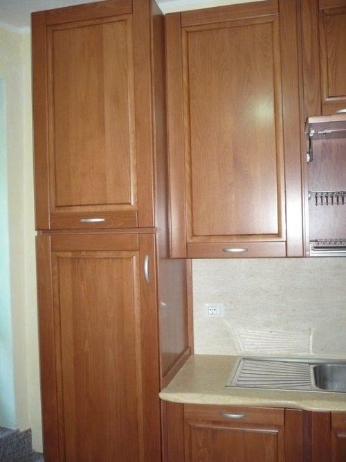 dei mobili marroni di una cucina