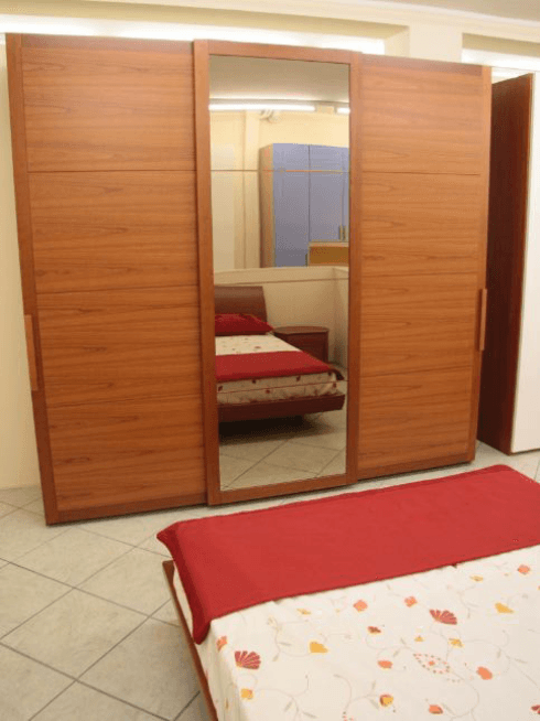 Composizione camera composta da armadio a 3 anta scorrevole e gruppo letto ovale