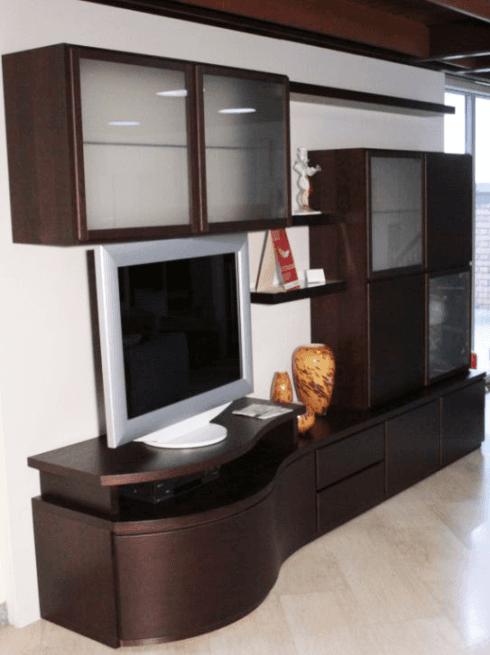 Composizione parete soggiorno con base curvata essenza rovere moro, dimensioni cm 306,7 - €  2.800