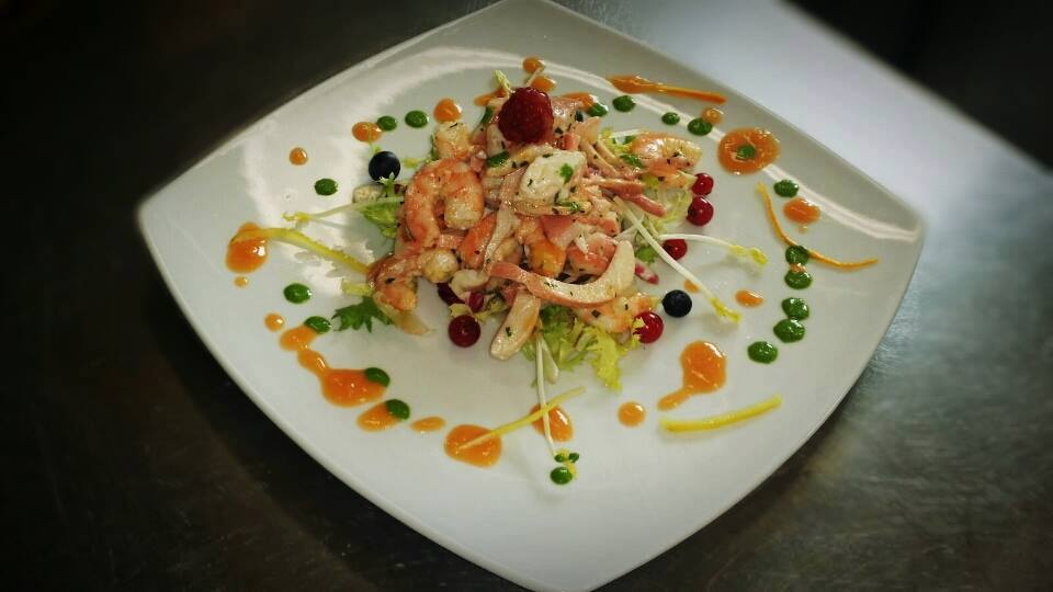 Shrimp with berries & sauces