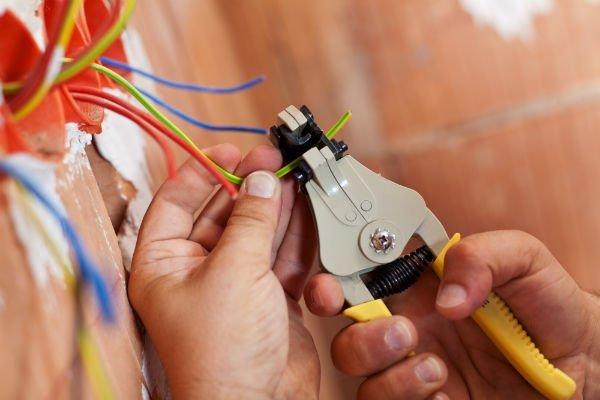 collegamento di fili elettrici