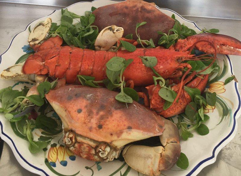 piatto di aragosta e granchio