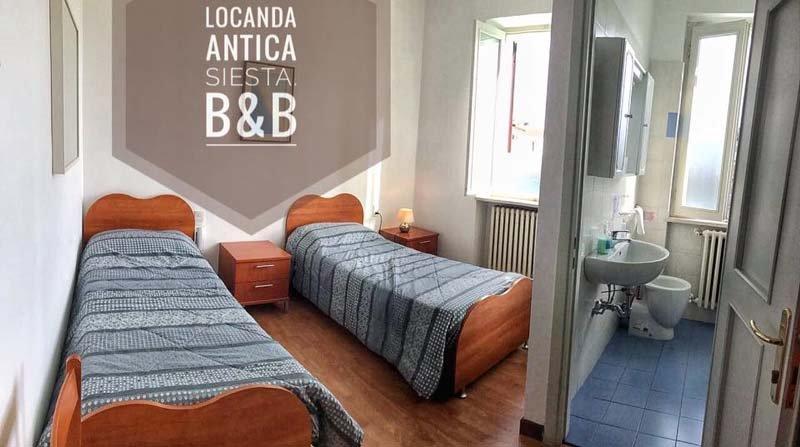 camera con due letti singoli presso la locanda bed & breakfast