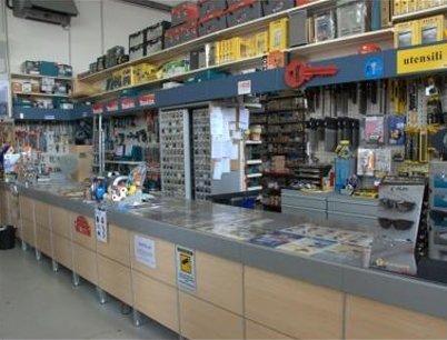 bancone del negozio di ferramenta