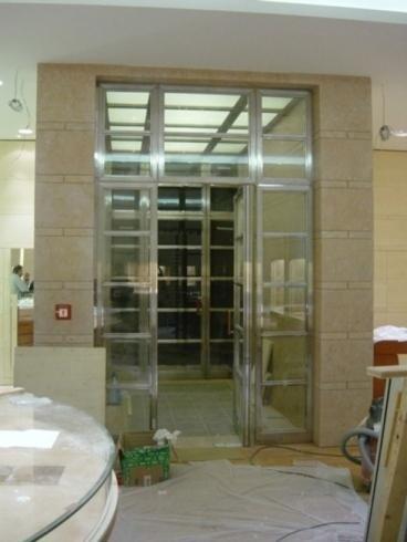 Porte in metallo e vetro