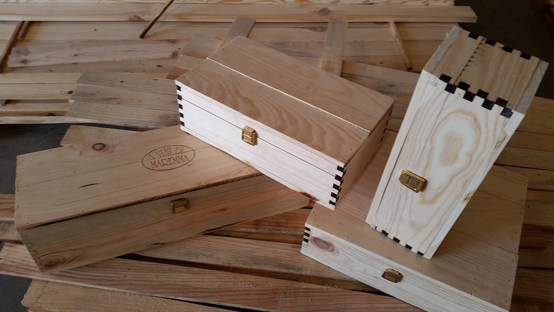 cassette in legno sovrapposte