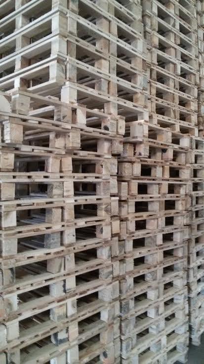 bancali in legno sovrapposti