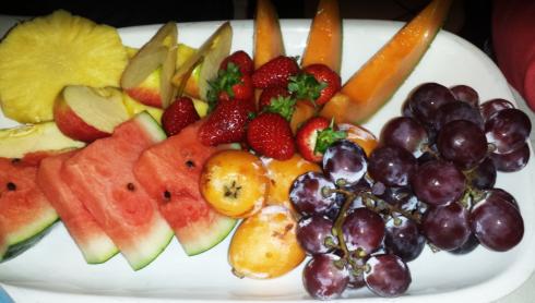 frutta fresca, anguria, melone, ciliegie, buffet di frutta