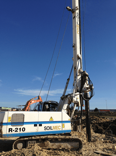 Piling vehicle