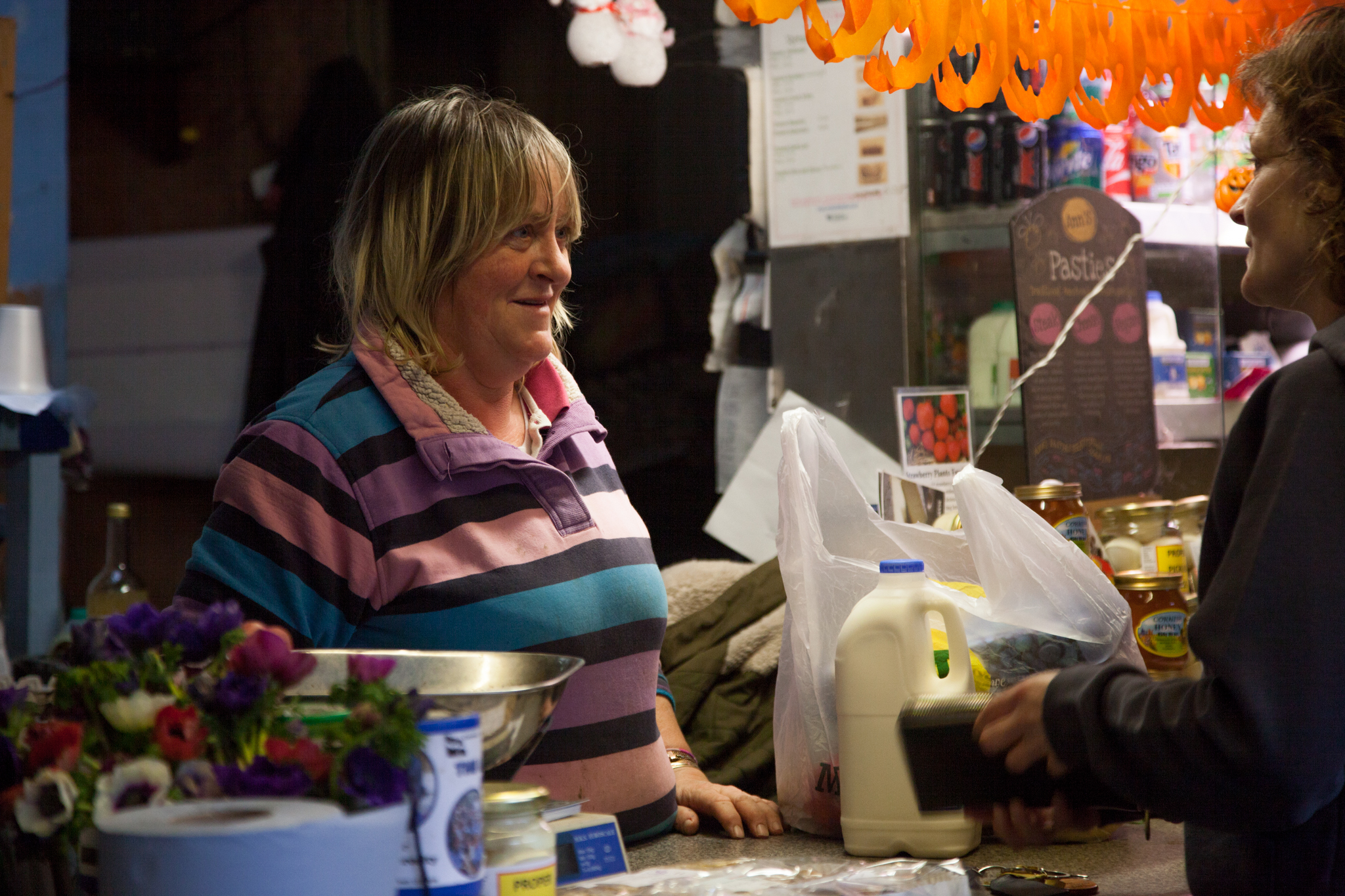 Juliette serves one of her regular costumers at her stall in Perran-ar-worthal, Cornwall. 30.10.15