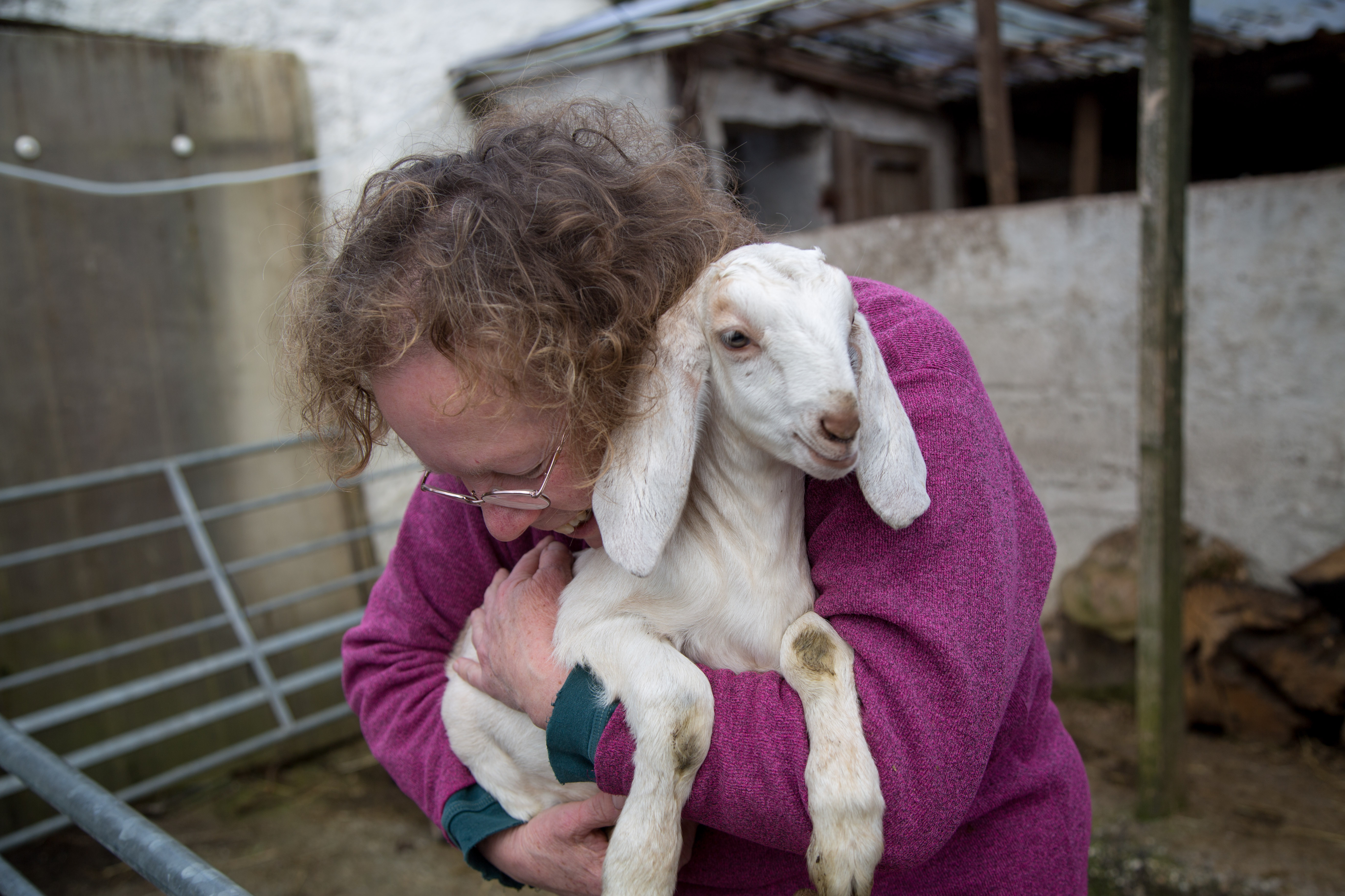 Sue Smith playing with her kids at her home in Coverack Bridges, Cornwall. April 2015.
