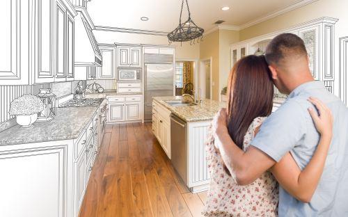 coppia che cuarda una cucina