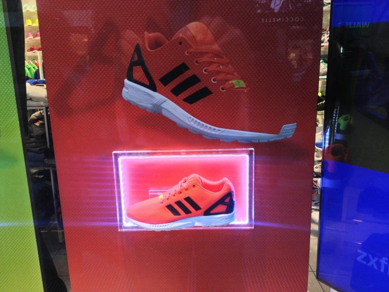 Adidas espositori vetrina