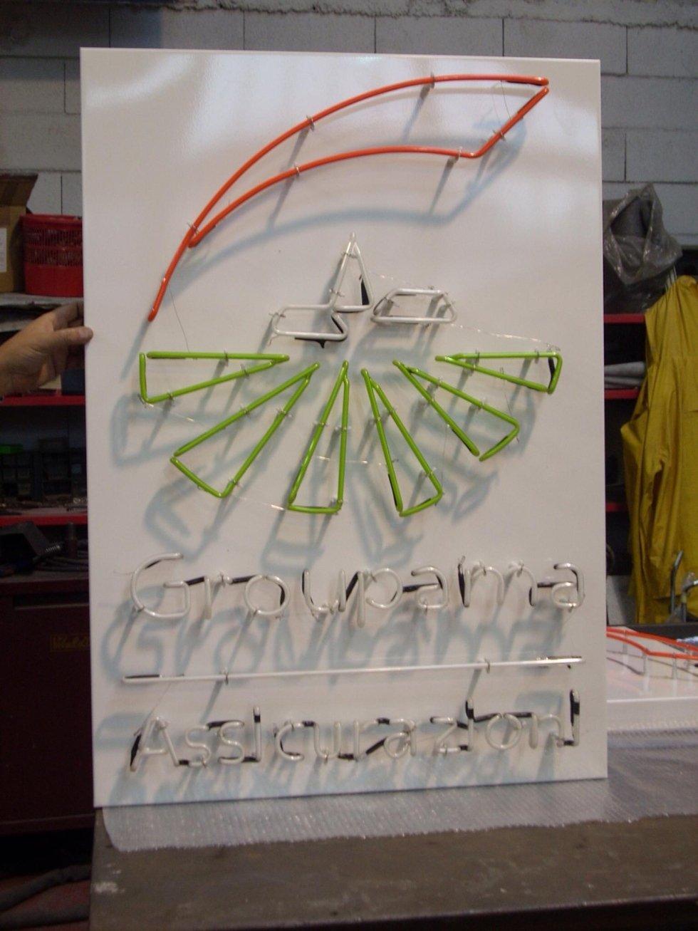 Insegna al neon artistico spento