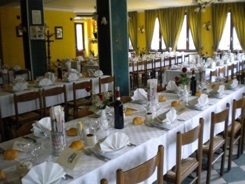Sala al piano terra del ristorante Caccia Reale
