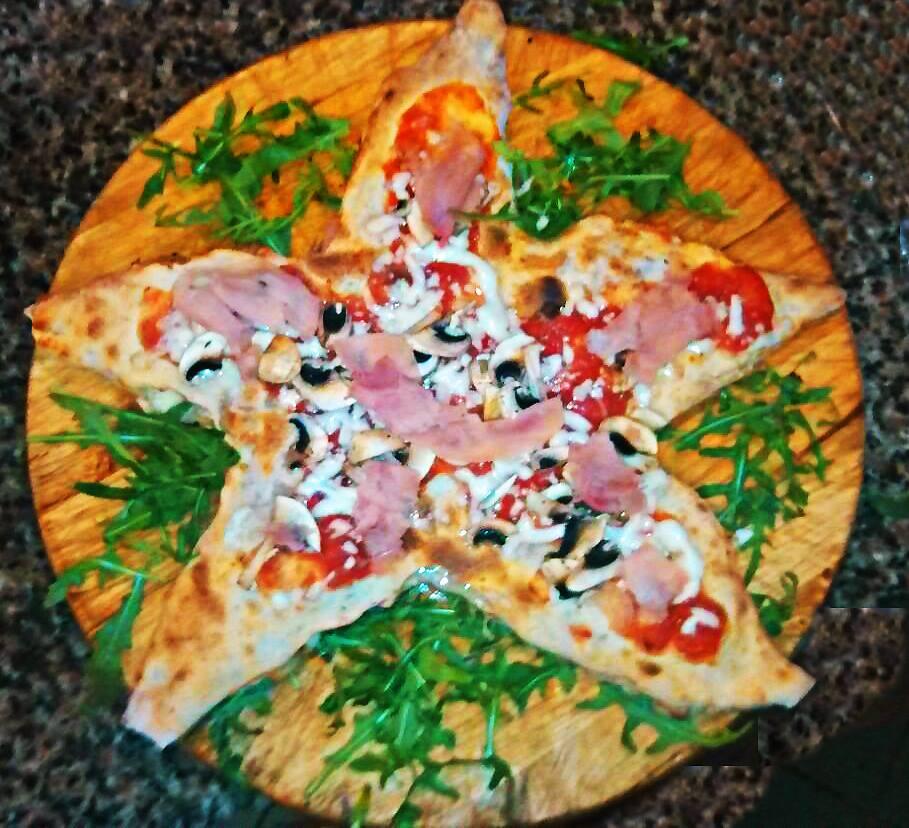 pizza farcita a forma di stella