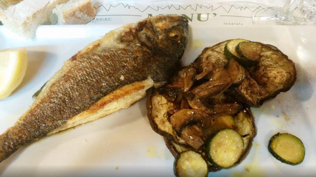 pesce con verdure grigliate