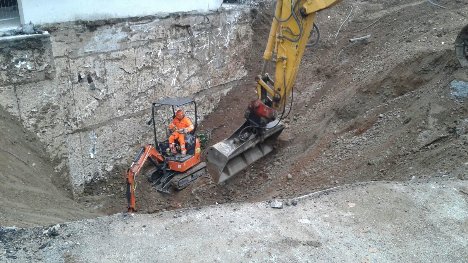 scavando con gru