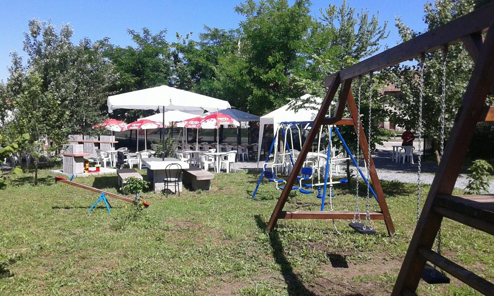 spazio giochi per bambini in un parco