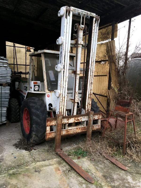 Carrello-elevatore-agricolo-om25h2