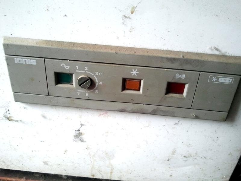 Congelatore-a-pozzo-ignis-comandi