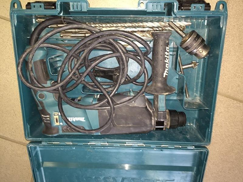 Trapano-tassellatore-Makita-HR2300---valigia-con-accessori