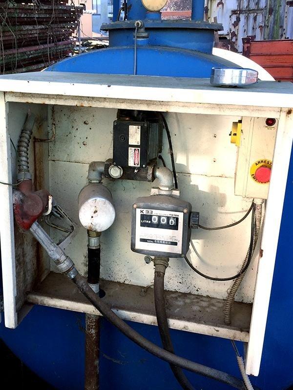 Cisterna-gasolio-forcati-tipo-ds30-comandi