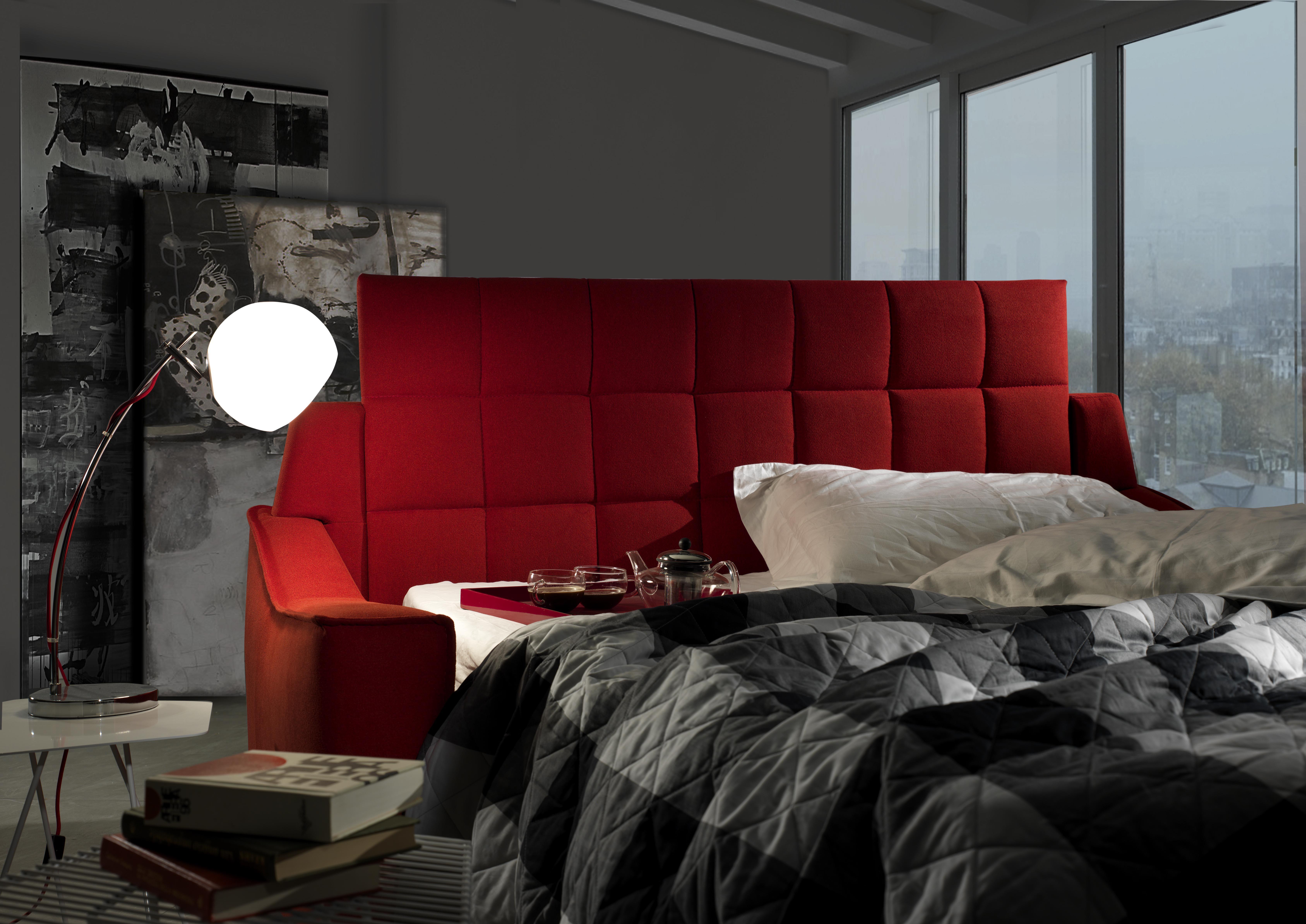 vista angolare di una camere da letto con arredamenti