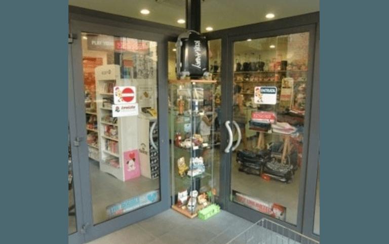 vetrine per negozi,  Palombara sabina, Roma