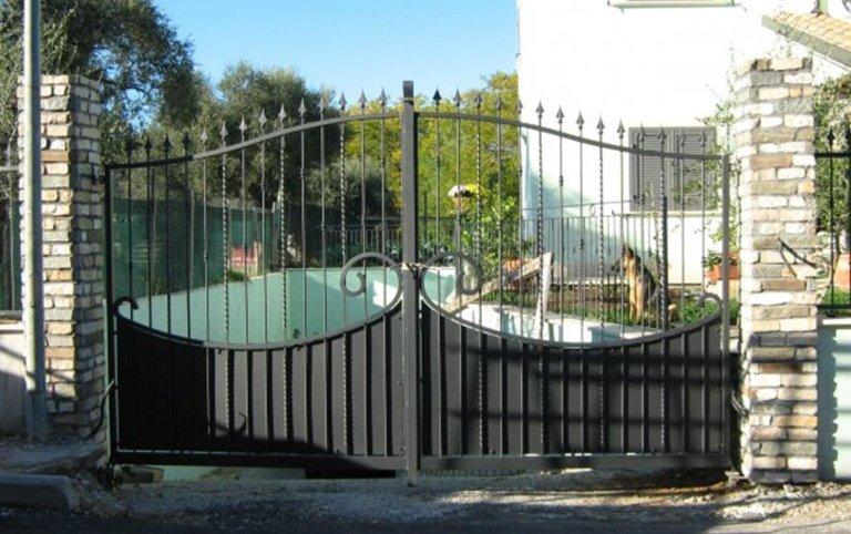 cancelli in ferro, cancello carrabile, lavorazione ferro, ferro battuto, Palombara in Sabina, Roma