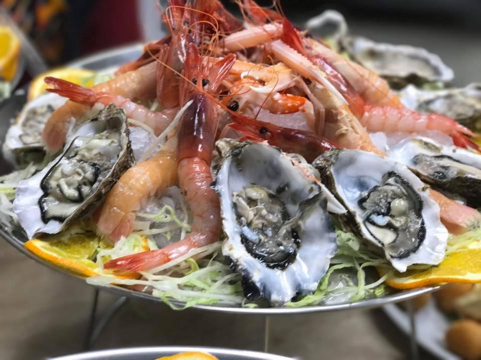 Macedonie di frutti di mare con ostriche, gamberetti e scampi
