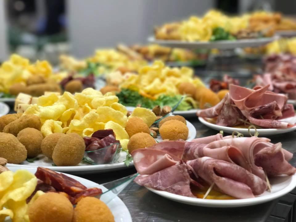 aperitivi: prosciutto, patate, salame, formaggio
