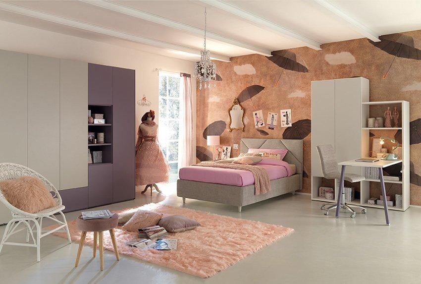 Camera da ragazza violetto e rosa
