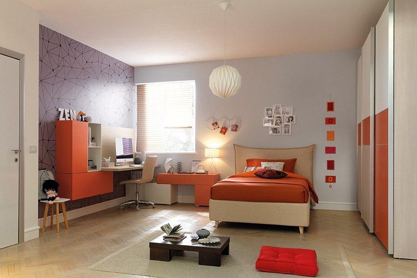 Camera da ragazzo arancione