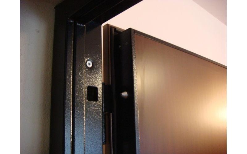 dettaglio porta blindata