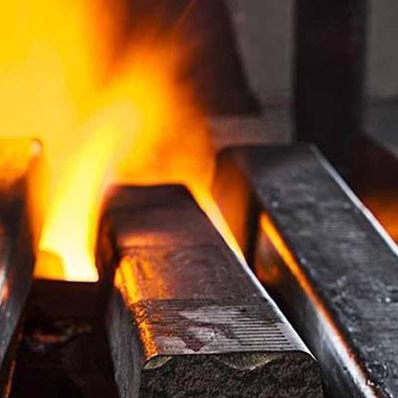 del fuoco ardente e delle aste di ferro