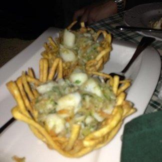 Cestino con gamberi, zucchine e radicchio
