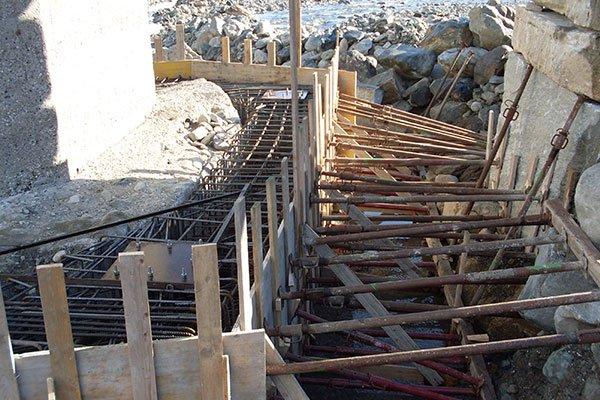 costruzione di muri da scogliera per il contenimento dei terreni