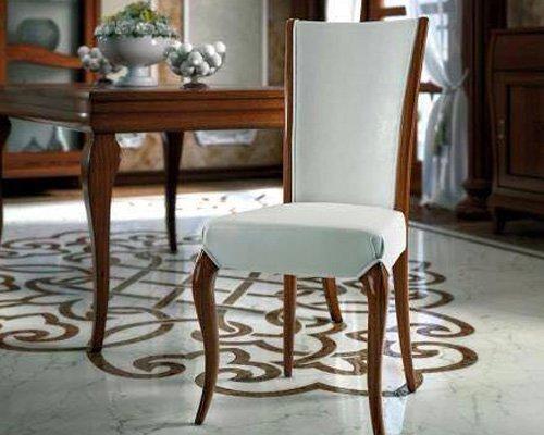 Tavolo con una sedia a Sommatino