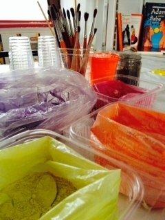 Laboratorio con pigmenti naturali