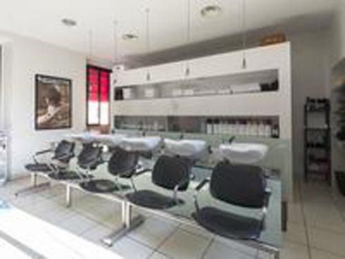 area di attesa di un negozio di parrucchieri