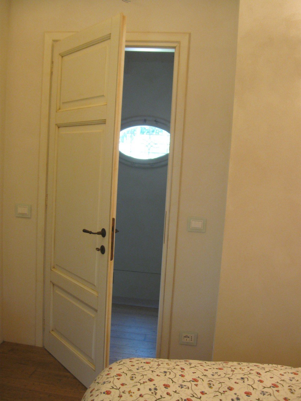 porta di camera bianca