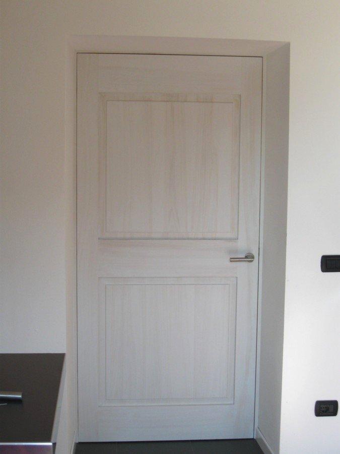 porta bianca spessa