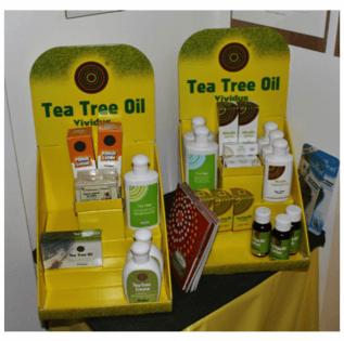 Due piccole scatole con delle confezioni dentro con scritto tea tree oil Vividus