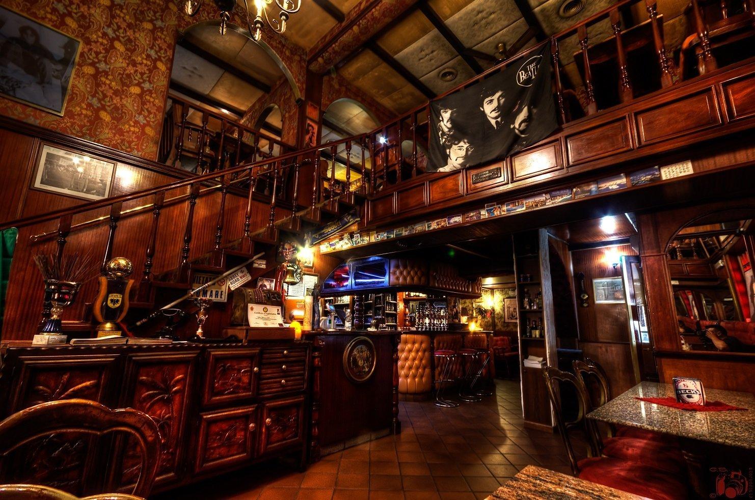 Birre artigianali torino john lennon pub for Arredamento pub inglese